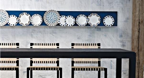 Расположение декоративных тарелок в нише