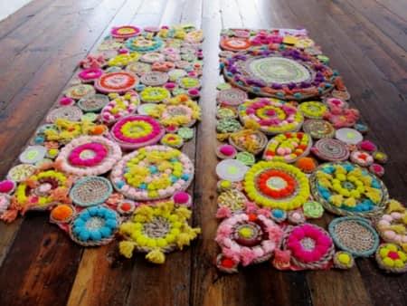 Красивые коврики и настольные дорожки из разноцветных веревок