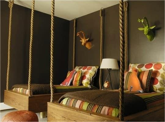 Подвесная кровать в спальне