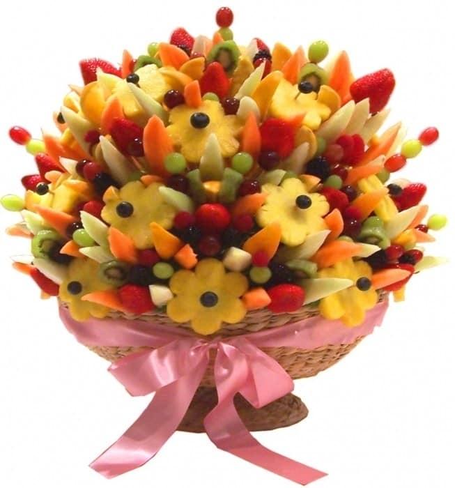 Букем из фруктов к 8 марта