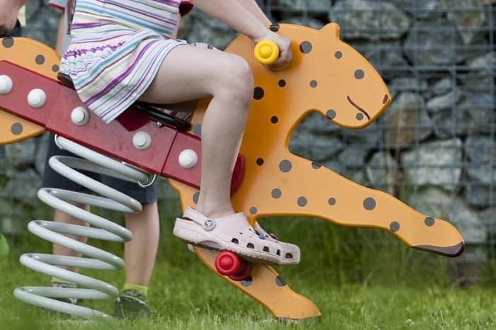 Качалочка на детской площадке