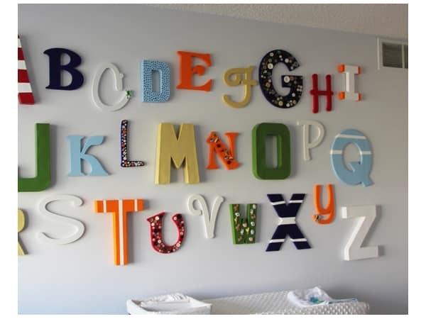 Объемные буквы на стене детской комнаты