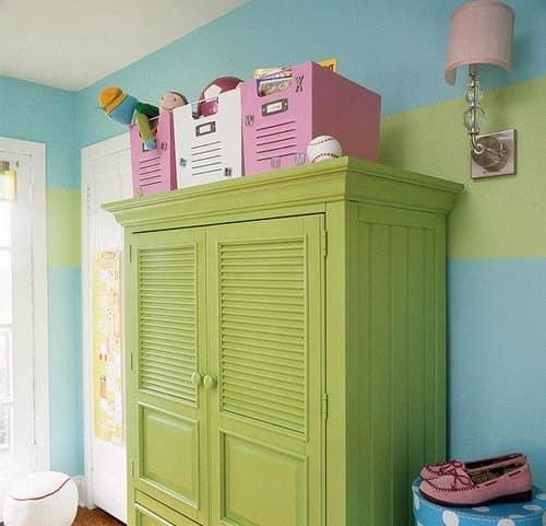 Корзины для хранения игрушек на шкафу
