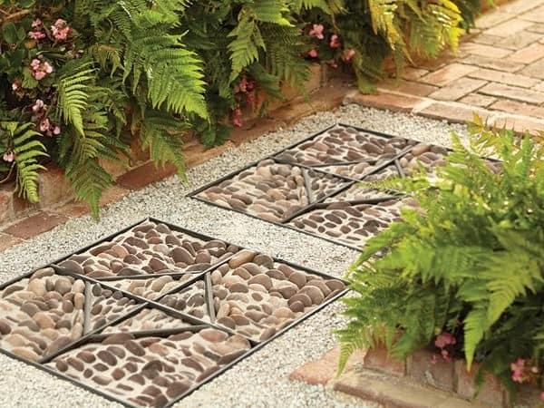 Мозаика на садовой доорожке
