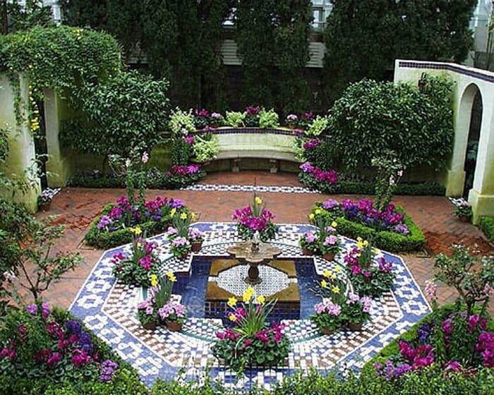 Мозаика в декоре садового фонтана
