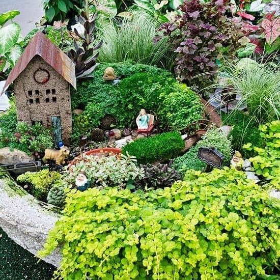 Фигурки эльфов в декоре сада