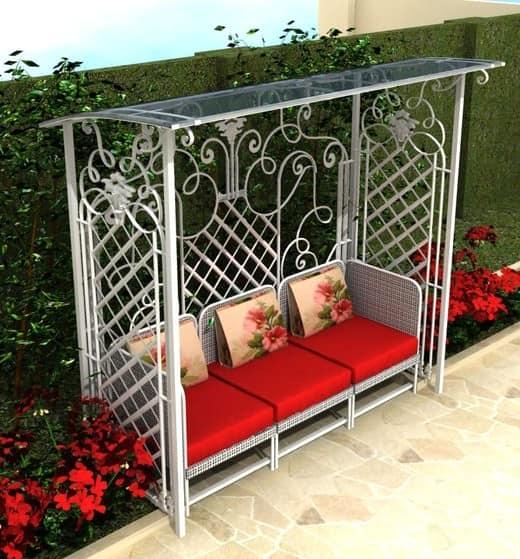 Садовая скамейка под навесом