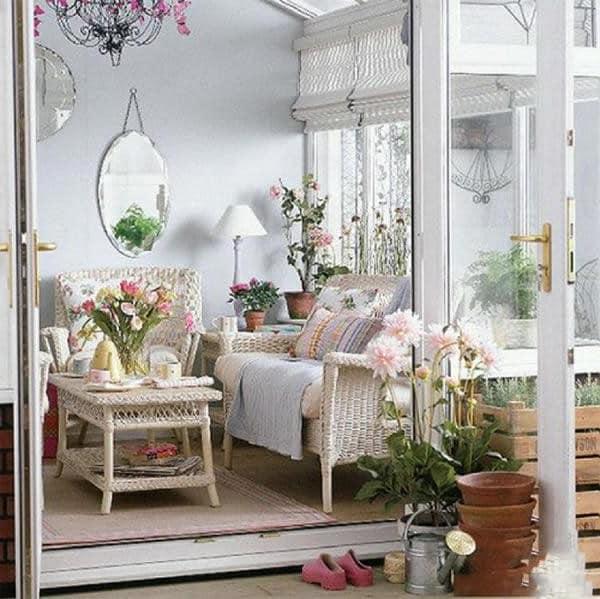 Живые цветы в интерьере дачи