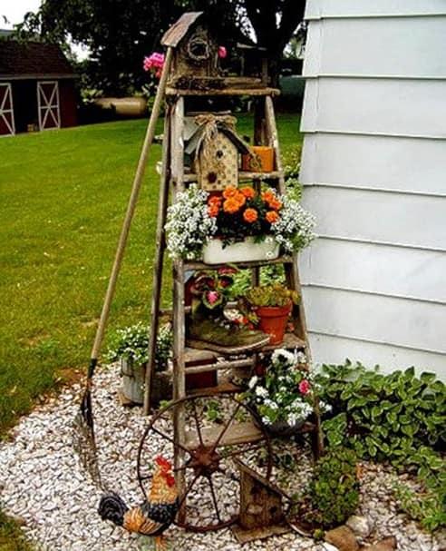 Лестница в качестве цветника