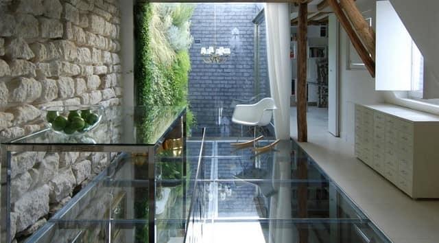 Стеклянно-зеркальный французский дом