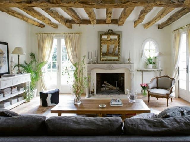 Интерьер гостиной в традиционном французском доме