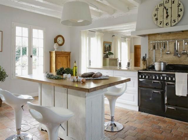 Интерьер кухни в традиционном французском доме