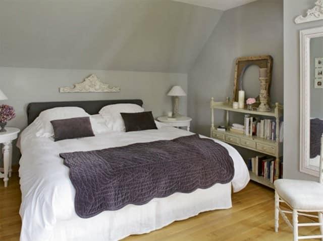 Интерьер спальни в традиционном французском доме