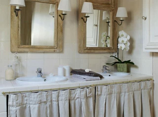 Интерьер ванной комнаты в традиционном французском доме