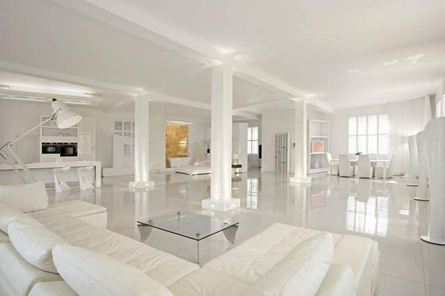 Интерьер монохромной лондонской квартиры-студии