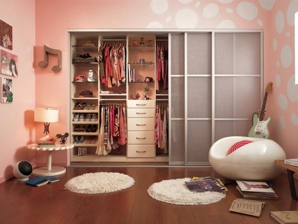 Шкаф ф комнате девушки-подростка