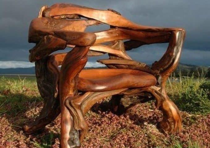 Кресло из коряг