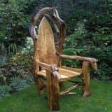 Садовая мебель из дерева, веток, пеньков и коряг (25 фото)
