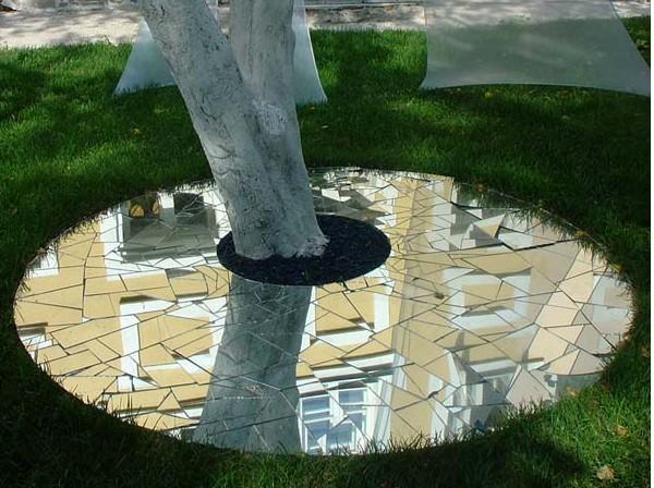 Зеркало как украшение сада
