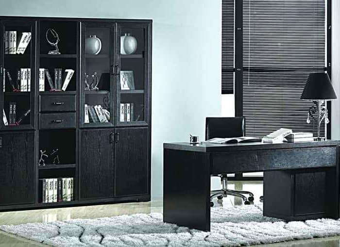 Черная мебель в интерьере рабочего кабинета