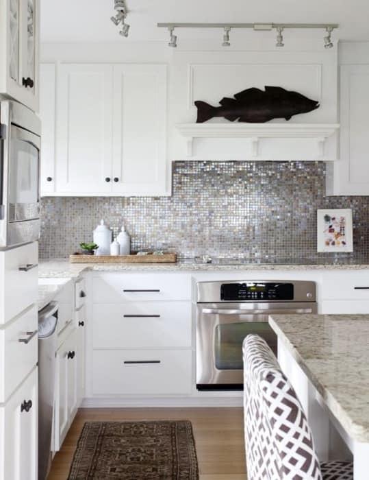 Цветовая гамма маленькой кухни