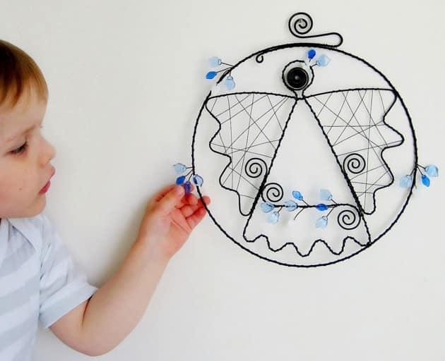 Элемент декора из проволоки для детской комнаты