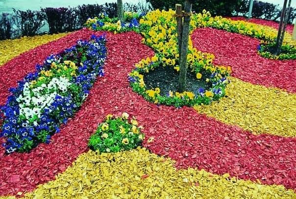 Оформление цветочной клумбы декоративной обсыпкой