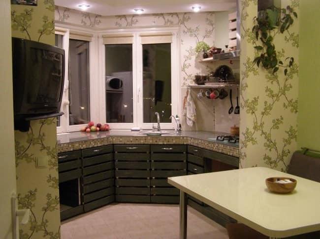 Рабочая кухонная зона на эркере