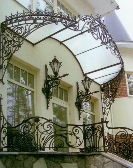 Фонари в декоре крыльца частного дома