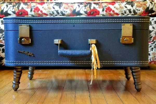 Столик из старого чемодана