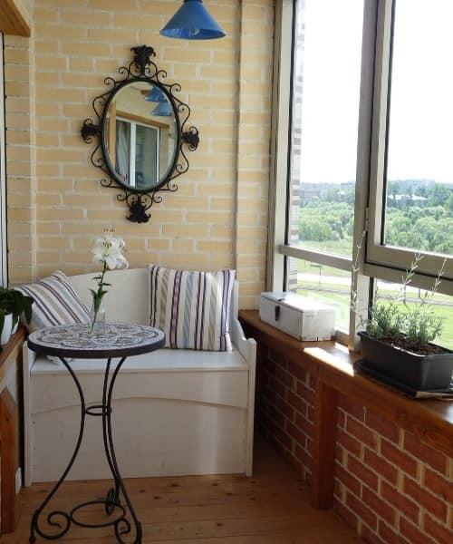 Маленький балкон в французском стиле