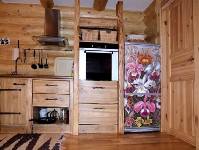 Яркий холодильник своими руками в интерьере кухни