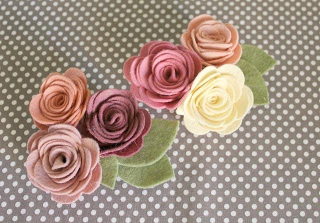 Декоративные цветы из фетра своими руками