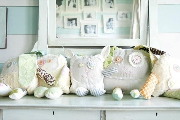 Декоративные подушки в интерьере детской комнаты