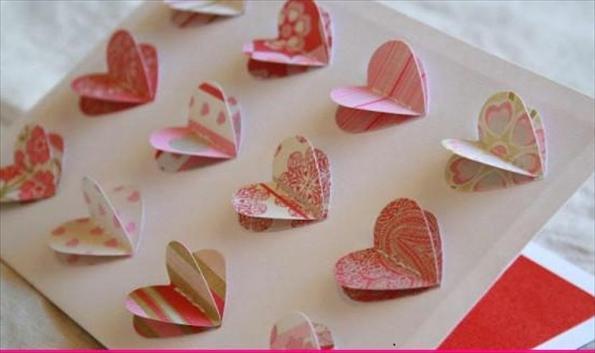 Открытка из бумаги ко Дню святого Валентина