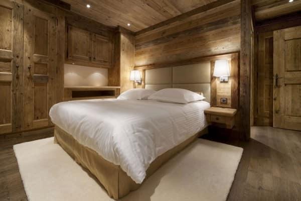 Мебель для спальни в деревянном доме