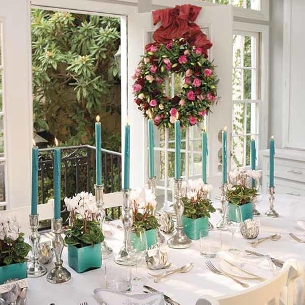 Венок из цветов в украшении дома