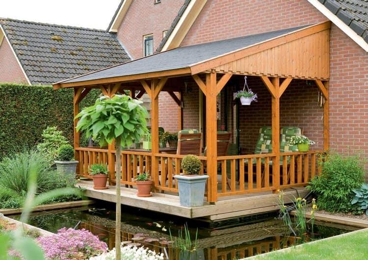 Деревянная веранда - самый простой вариант для дачи