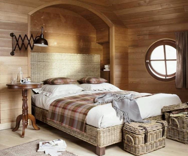 Плетеные сундуки и корзины в интерьере спальни
