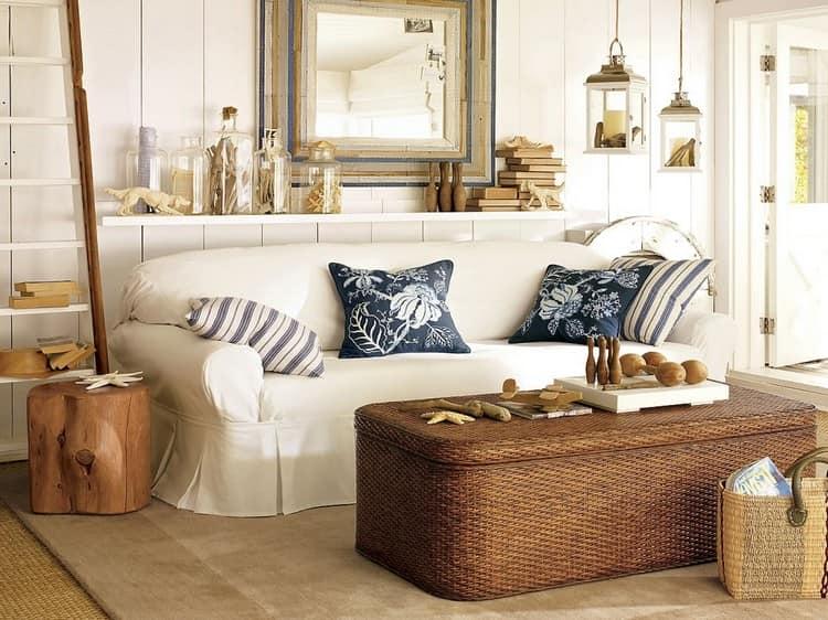 Большие плетеные сундуки и маленькие корзины украсят гостиную