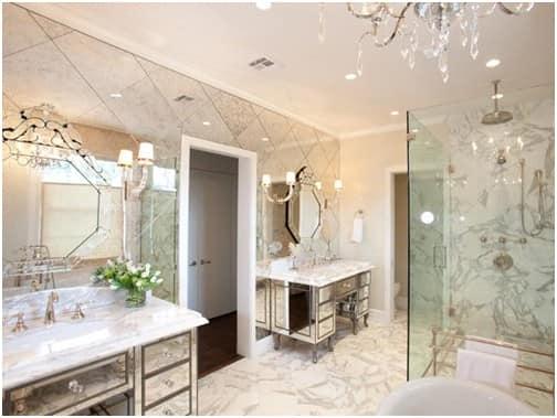 ванная с зеркальной стеной