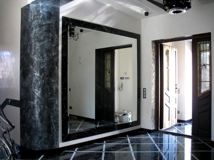 прихожая с зеркальной стеной