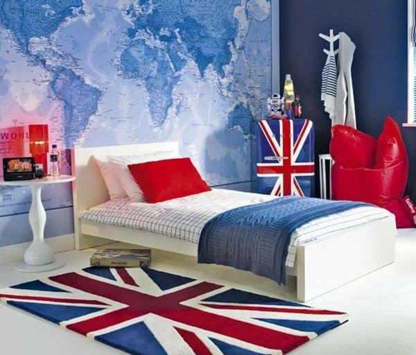 Несколько предметов интерьера с британским флагом