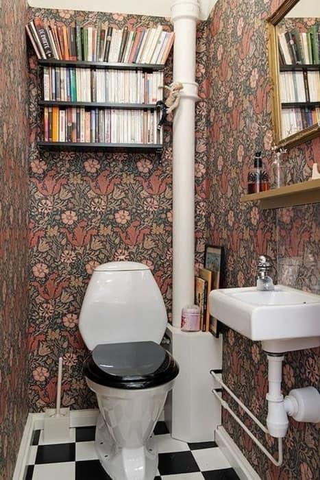 navesnaja-polka-v-tualete-dlja-knig