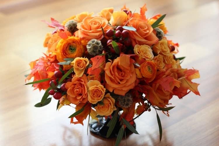 Осенний букет с чайными розами