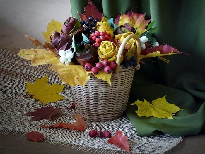 Осенние цветы: композиция в корзинке