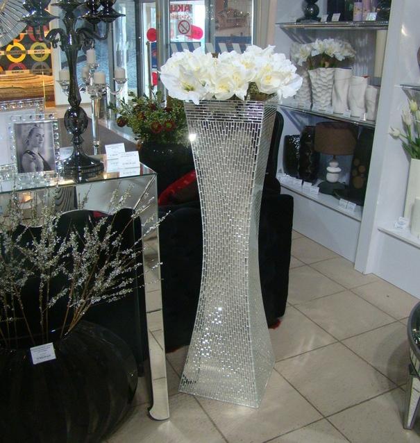 Зеркальные напольные вазы в интерьере