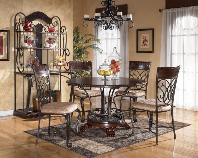 Благородная кованая мебель в интерьере квартиры