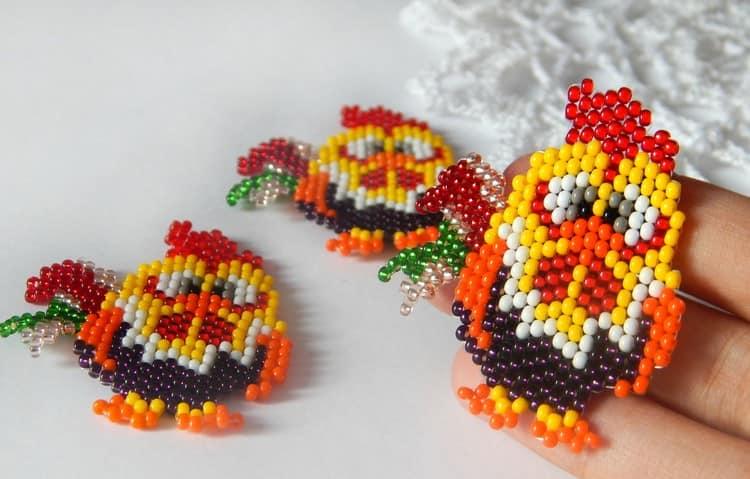 Милые петушки из бисера - готовая цветовая схема