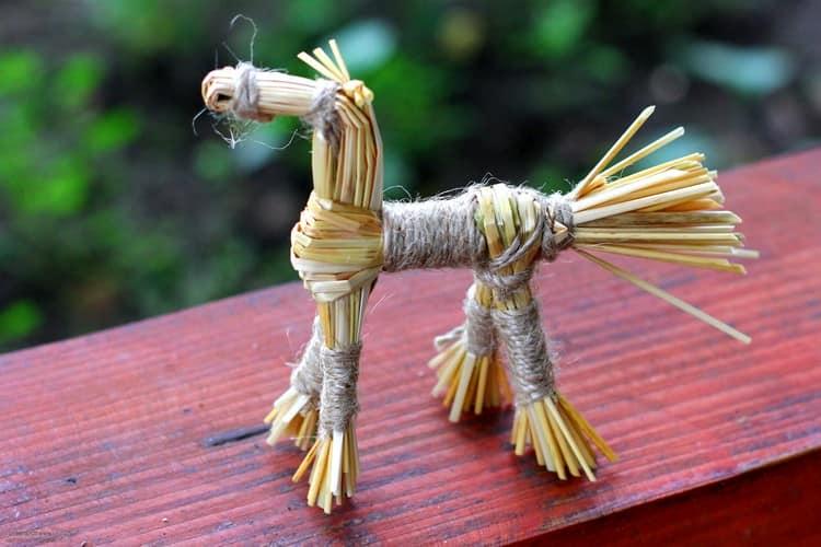 Старинная народная поделка: лошадка из соломы